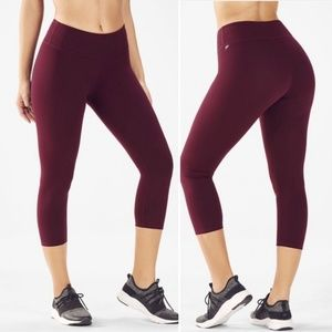 Fabletics Solar Solid PowerHold Crop in Burgundy